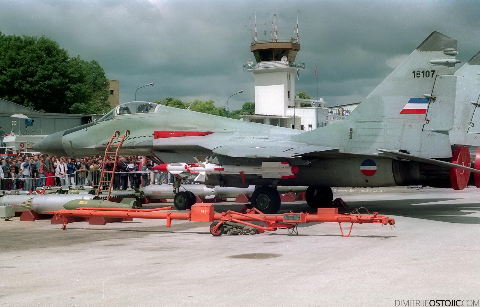 MiG-29 batajnica 1998 © www.dimitrijeostojic.com